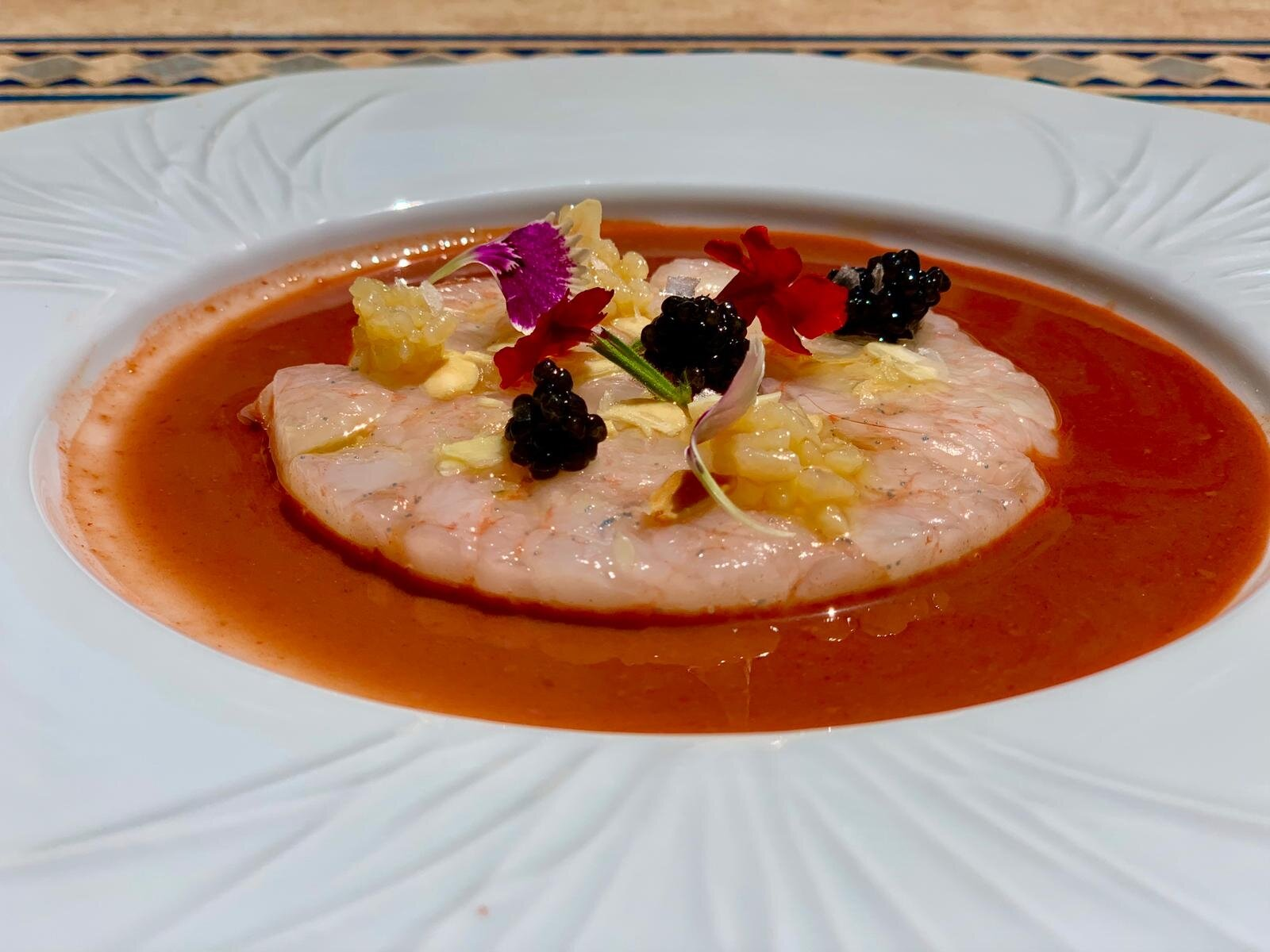 EL COSO-Carpaccio de quisquilla de Motril, almendra, queso , miel y caviar